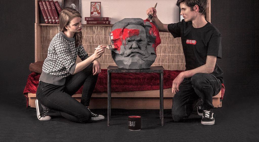 Kampania kolekcji 'Goodbye Mr. Marx' Red is Bad - o co chodzi z malowaniem popiersia Marksa???
