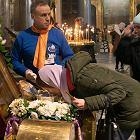 Cerkiew nie godzi się na ograniczenia. Rosyjscy prawosławni nadal mają całować relikwie