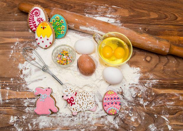 Potrawy wielkanocne. Co do jedzenia na Wielkanoc? Dzieciom zasmakują obłędne ciastka na Wielkanoc