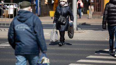 Rząd planuje zwolnić seniorów z podatku. Byle nie szli na emeryturę