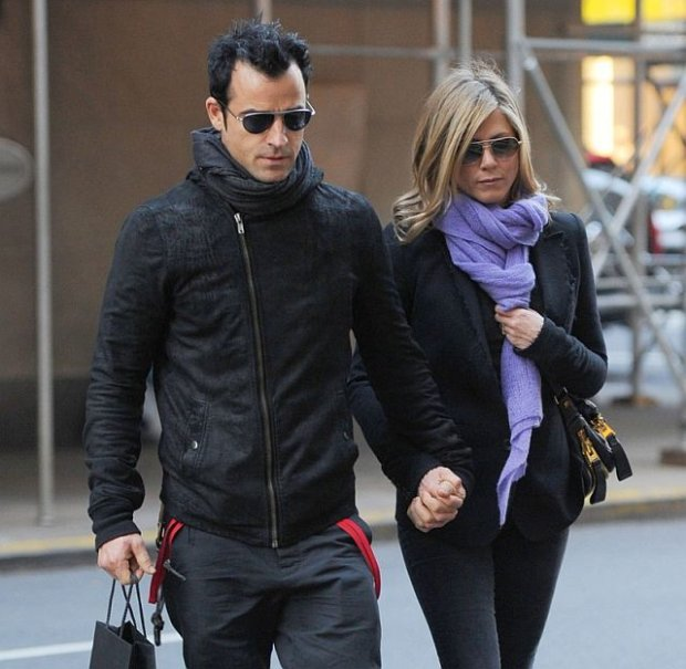 Justin Theroux and Jennifer Aniston spotted by Nellos Restaurant and shopping on Madison Avenue in New York City.  Pictured: Justin Theroux and Jennifer Aniston