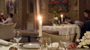 Francja. Ministrowie mieli raczyć się kawiorem i szampanem na tajnych kolacjach w czasie lockdownu. Sprawę bada prokuratura