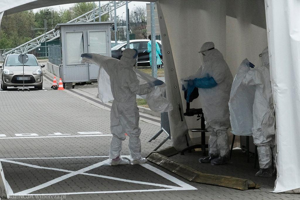 Mobilny punkt testów na koronawirusa w Poznaniu