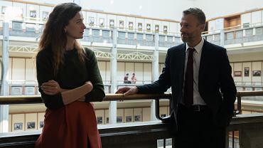 Agnieszka Grochowska i Grzegorz Damięcki zagrają w nowym  serialu Netflixa 'W głębi lasu'.
