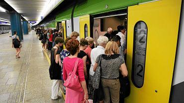 Pociągów jest mniej, jadą dłużej, na dodatek się spóźniają - skarżą się pasażerowie pociągów do Skierniewic