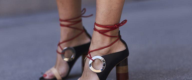 Sandały Armani to modne i wygodne buty na najcieplejsze dni w roku. Wiemy jak kupić je taniej!