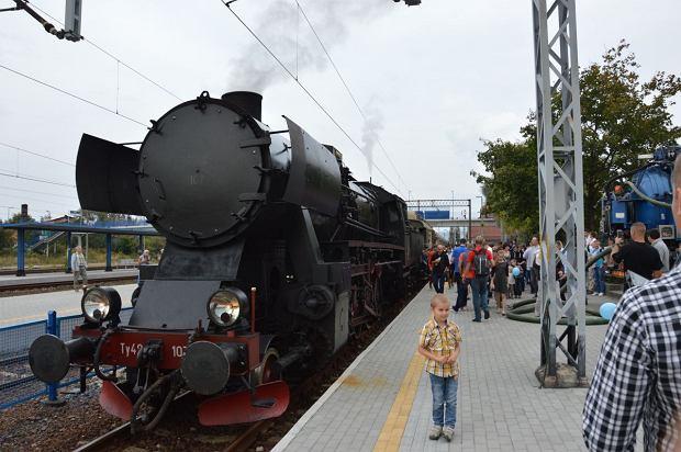 Zdjęcie numer 1 w galerii - Zabytkowy pociąg przyjechał do Żywca piękną trasą [ZDJĘCIA]