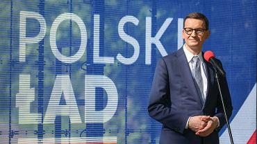 Mateusz Morawiecki podczas wizyty w Stalowej Woli, w trakcie której promował założenia programu 'Polski ład'
