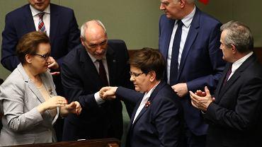 Debata nad odwołaniem Antoniego Macierewicza