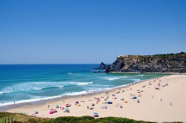 Portugalia, Adegas. Plaża Odeceixe / fot. Shutterstock