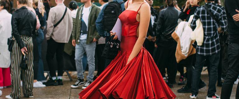 Sukienka na wesele nie musi być droga. Znalazłyśmy modele, które kupisz za mniej niż 100 złotych!