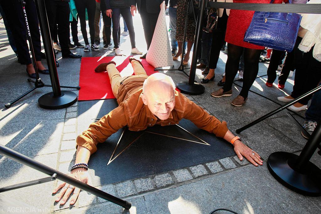 Andrzej Pągowski podczas odsłonięcia swojej gwiazdy na ulicy Piotrkowskiej