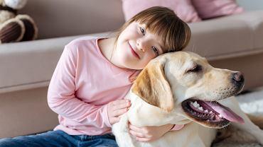 Dogoterapia, inaczej kynoterapia czy terapia z udziałem psa jest formą terapii wspomagającej leczenie, pielęgnację chorego oraz rehabilitację.