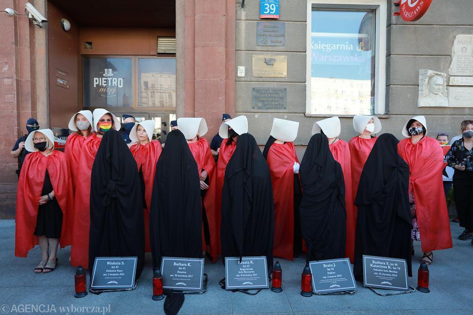Protest przed siedzibą Ordo Iuris w Warszawie w związku z planami wypowiedzenia konwencji antyprzemocowej