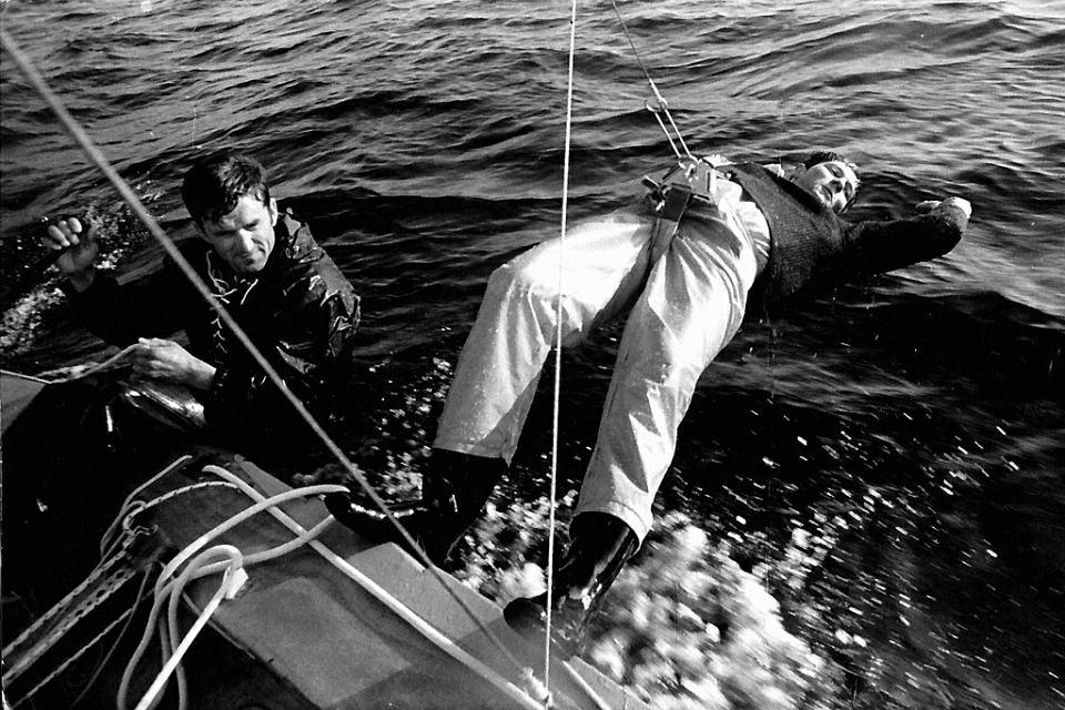 Ojciec (z prawej) i Bogdan Kramer, sternik, mistrz świata i Europy w bojerach. Płyną na żaglówce klasy FD, czyli na 'Latającym Holendrze'. Cetniewo, 1970 r.