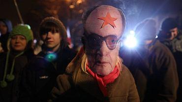 Nocna manifestacja przed domem generała Jaruzelskiego