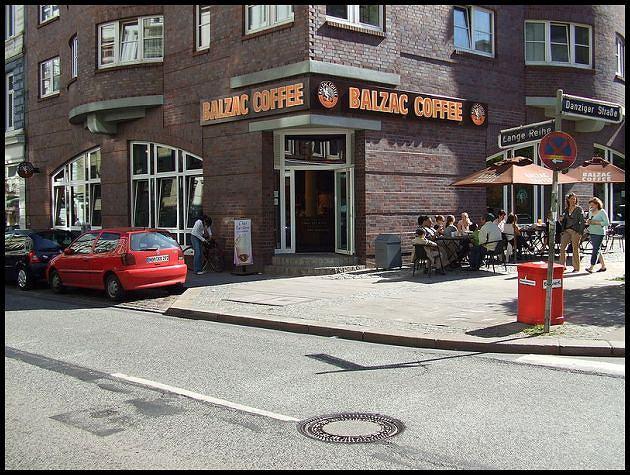 Na cześć pisarza i znanego kawosza nazwano nawet sieć kafejek. Foto: Tosche.com