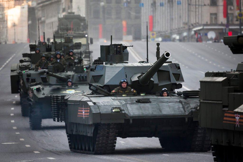 Rosyjski czołg T-14 Armata na próbie przed paradą z okazji Dnia Zwycięstwa
