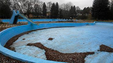 Czeladzki magistrat przygotował wstępną koncepcję remontu i przebudowy otwartego basenu, który znajduje się na terenie parku Grabek. Zgodnie z nią, niecka ma zostać spłycona, a obiekt wzbogaci się o nowoczesne urządzenia, w tym m.in. wodny plac zabaw, podobny do tego, z którego korzystają już mieszkańcy Będzina
