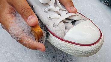 Jak prać buty? Na pewno ostrożnie!