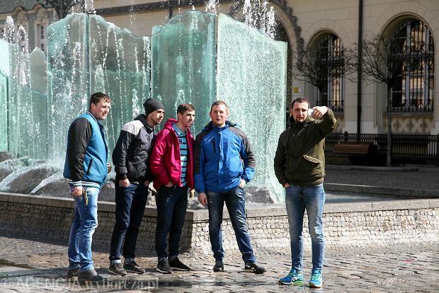 Zdjęcie numer 0 w galerii - Pogodny Lany Poniedziałek we Wrocławiu. Spacer turystów po Rynku [ZDJĘCIA]