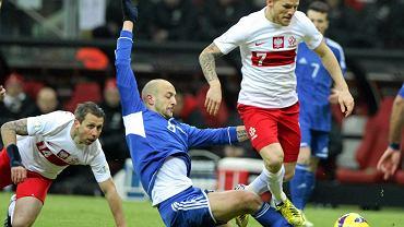 Eugen Polanski uskakuje podczas wślizgu przeciwnika. Mecz Polska - San Marino (5:0) rozegrany 26 marca 2013 r.