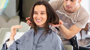 Jak dopasować idealną fryzurę do swojej twarzy? Pomoże ci banalnie prosty trik (zdjęcie ilustracyjne)