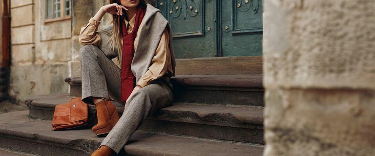 Te bluzki na jesień cię wyszczuplą. Modele ukrywające brzuszek i fałdki w dobrej cenie!