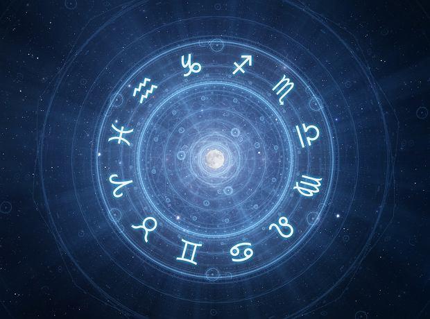 Horoskop dzienny na piątek 15 lutego 2019 roku - Byk zadziwi śmiałymi pomysłami, Skorpiony czeka udany dzień