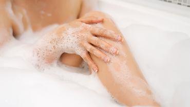 Dodaj do kąpieli dwie łyżki sody. Efekt sprawi, że regularnie będziesz stosować ten trik