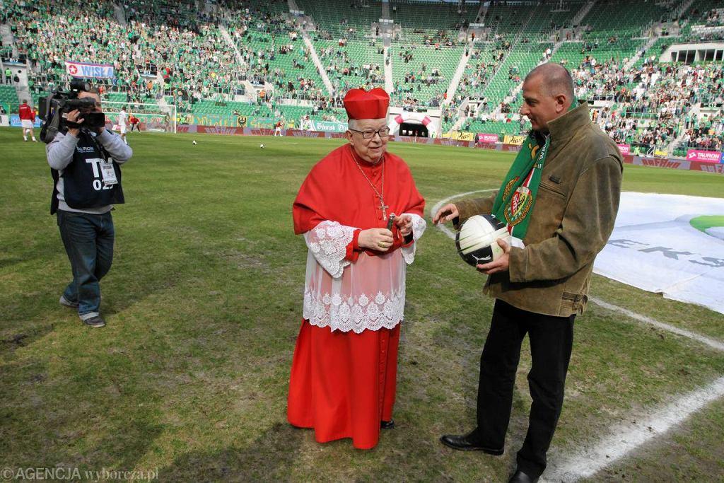 Prezydent Wrocławia Rafał Dutkiewicz i kardynał Henryk Gulbinowicz przed meczem Śląska