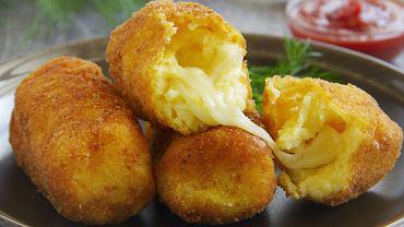 Krokiety z tłuczonych ziemniaków nadziewane serem -