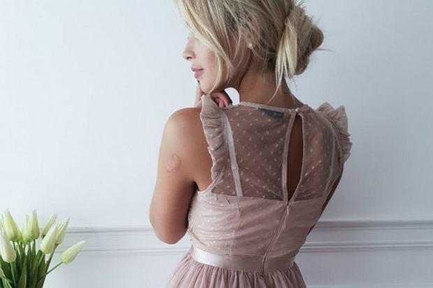 sukienka zara w reklamie gołąbków z