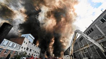26.05.2018, Zgierz, pożar składowiska odpadów na terenie byłych zakładów chemicznych Boruta.