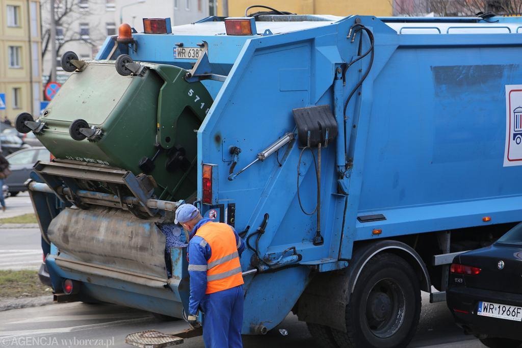 Śmieciarka. Zdjęcie ilustracyjne