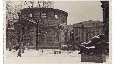 Warszawa 1939. Pomnik Peowiaka i Kościół Augsburgsko Ewangelicki. Widok w kierunku ul. Kredytowej