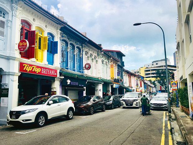 Singapur, ulice Little India to jedne z najbardziej kolorowych części miasta -kiedyś były tutaj pola, naktórych wypasano krowy na eksport