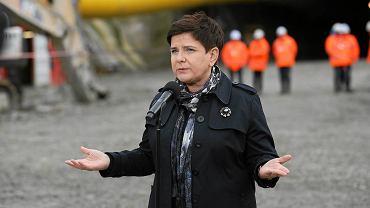 Premier Beata Szydło i Minister Infrastruktury Andrzej Adamczyk na budowie zakopianki
