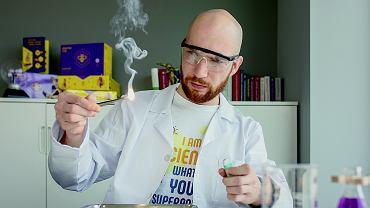 Krzysztof Hyżorek - fizyk od eksperymentów