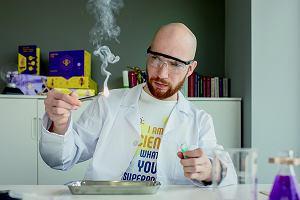 Naprawdę jest taki zawód: pan fizyk od eksperymentów