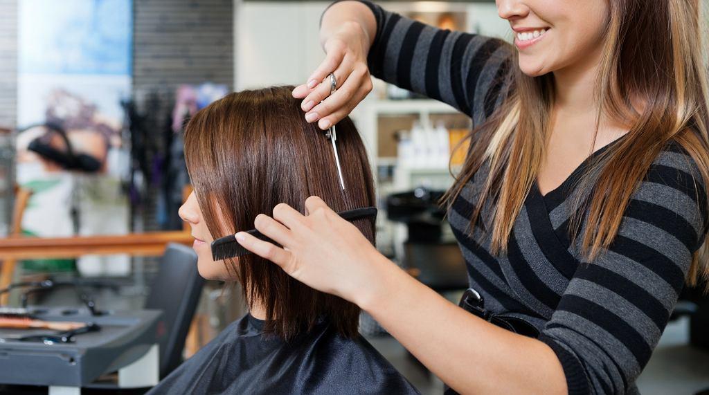 Modne fryzury dla kobiet dojrzałych na rok 2021. Te cięcia potrafią odjąć nawet kilka lat