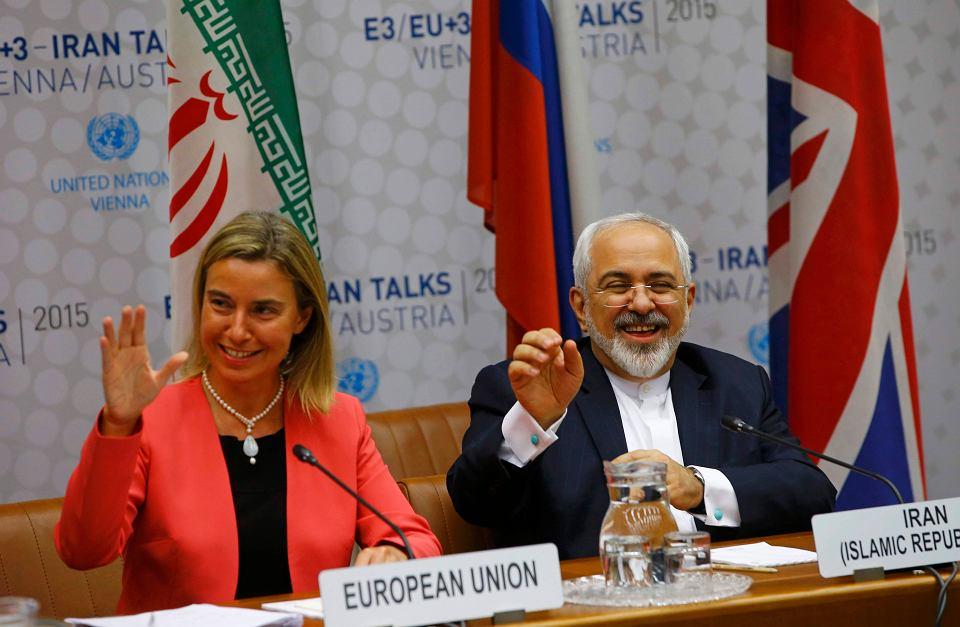 Szefowa unijnej dyplomacji Federica Mogherini  i minister spraw zagranicznych Iranu Muhammad Dżawad Zarif po podpisaniu historycznego porozumienia nuklearnego w lipcu 2015 r.