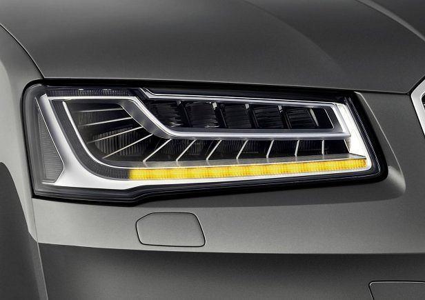 Tak funkcjonują kierunkowskazy nowego Audi A8 - wideo
