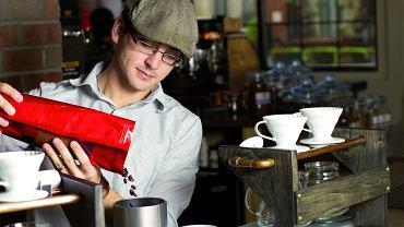 Na świecie wygrywają małe kawiarnie