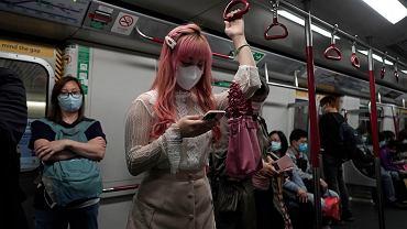 Hongkong rozda mieszkańcom po 1200 dolarów.