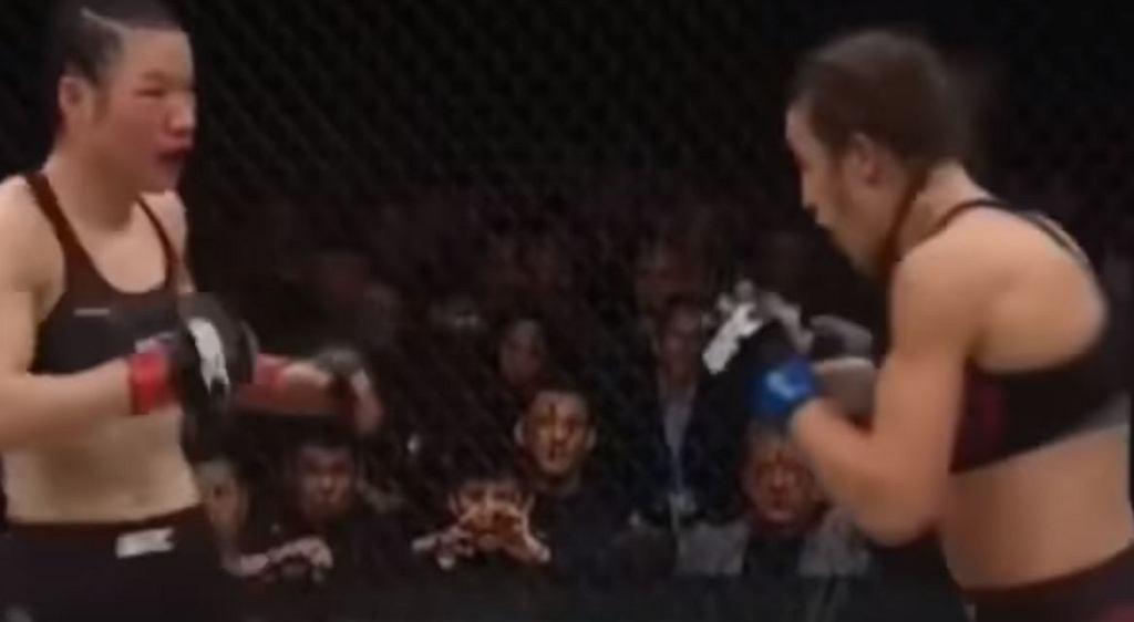 Joanna Jędrzejczyk w trakcie walki podczas UFC 248