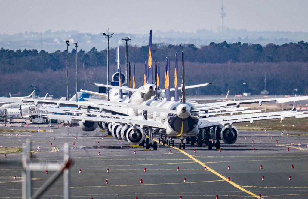 15.03.2020, Frankfurt, uziemione samoloty Lufthansy z powodu epidemii koronawirusa i zamknięcia granic.