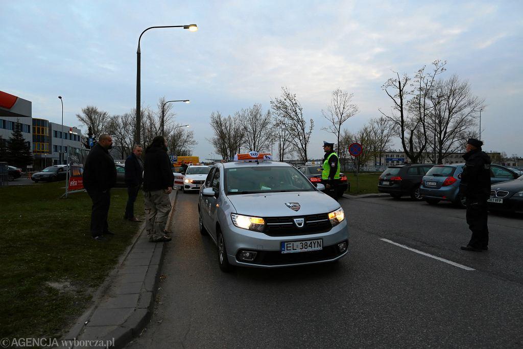 -Trzeci dzien protestu taksowkarzy w Warszawie
