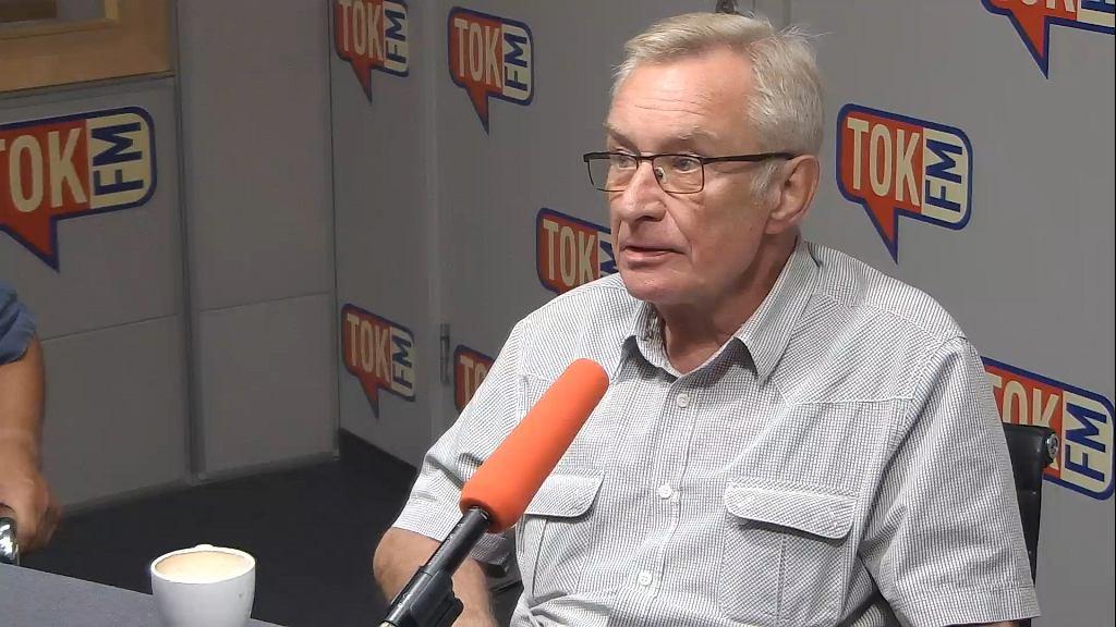 Tomasz Wołek w studiu TOK FM.