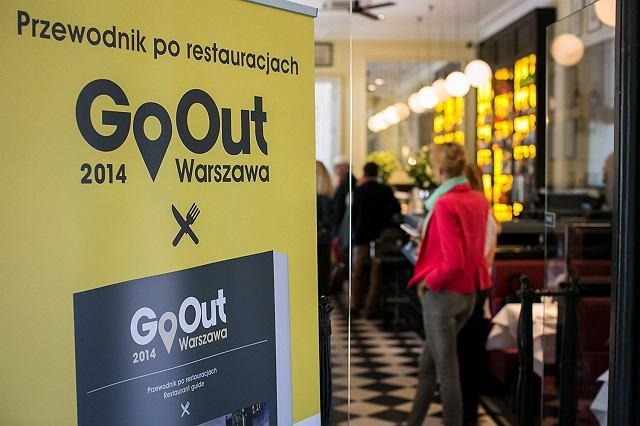 GoOut - nowy przewodnik po warszawskich restauracjach oferuje główne dania za 1 zł W powszechnej opinii Polacy nie chodzą często do restauracji. Tymczasem badania pokazują, że jednak coraz chętniej jadamy poza domem. W 2010 robiło tak ok 40 %, w 2012 już 53% Polaków. Czy w 2014 ten procent będzie wyższy? Wydawcy przewodnika są przekonani, że tak. Mają w tym pomóc 303 GoBony zawarte w przewodniku.